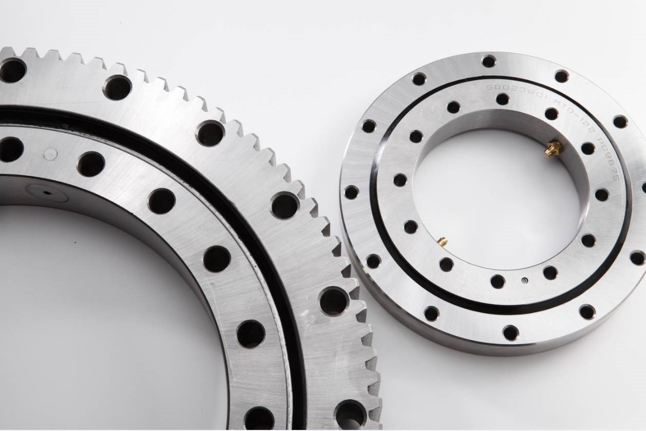 Figure 2: Silverthin™ externally geared and ungeared slewing ring bearings